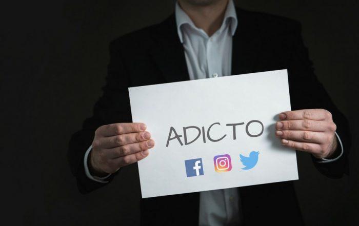 adicto a las redes sociales y comparacion de las redes con el circo romano en un articulo para barcelona noticias