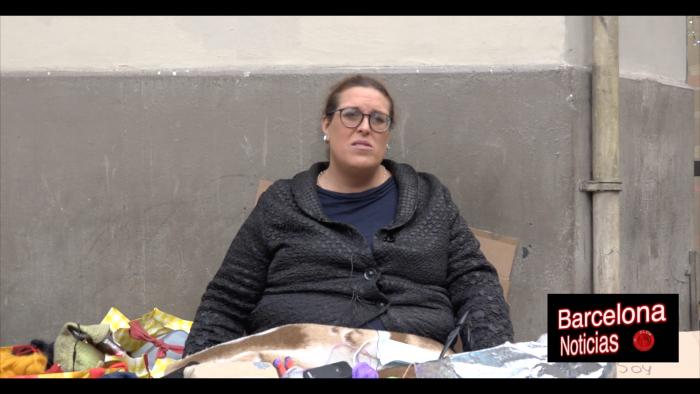transexual viviendo en la calle quejandose de las asociaciones que dicen ayudar y no hacen nada