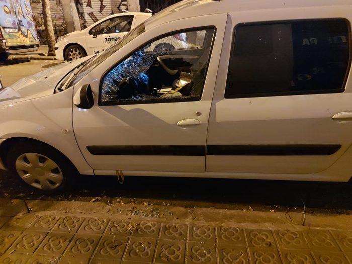 ventana rota de coche para robar en zona poble sec
