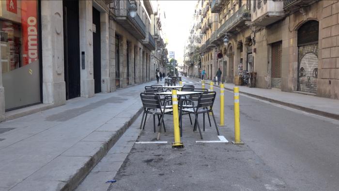 terraza ganada a la carretera quitando plaza de parquing en barcelona